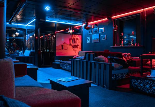 Indretning hos Casablanca Lounge Cafe med sofaer og hyggelig, afdæmpet stemning